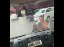 В Волгограде на видео попала драка водителей на остановке у ТРЦ