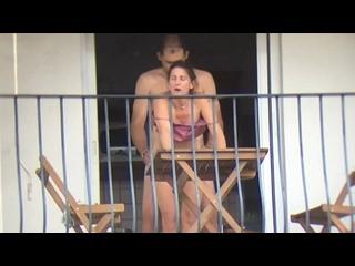 Зрелая соседка спалилась во время измены мужу на балконе, жена трахается с любовником и кончил сперму во внутрь пизды, Камера