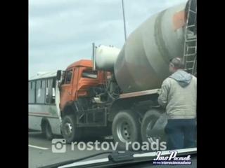 Бензовоз влетел в Бетономешалку, которая собрала Автобус, Мазду и Ниссан Теану -  - Это Ростов-на-Дону!