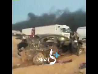 # Египет : нападение боевиков на конвой армейского завода в # Синай оставило 10 убиты, включая солдат и водителей грузовиков.
