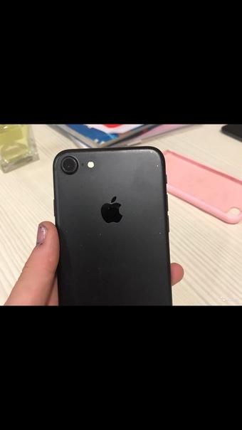 Продаётся телефон айфон 7 только разбитый экран вс...