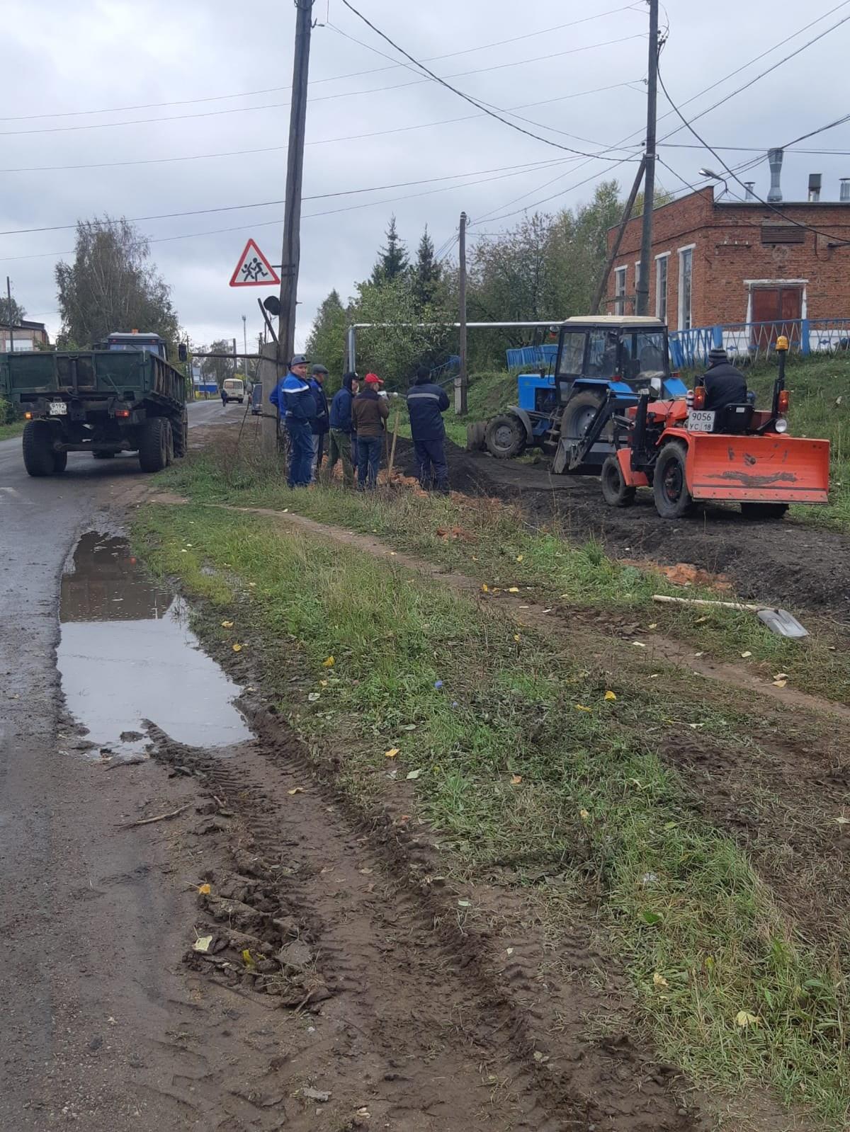 По заявкам ветеранов водоканала, в Можге по улице Луговой делают пешеходную дорожку.