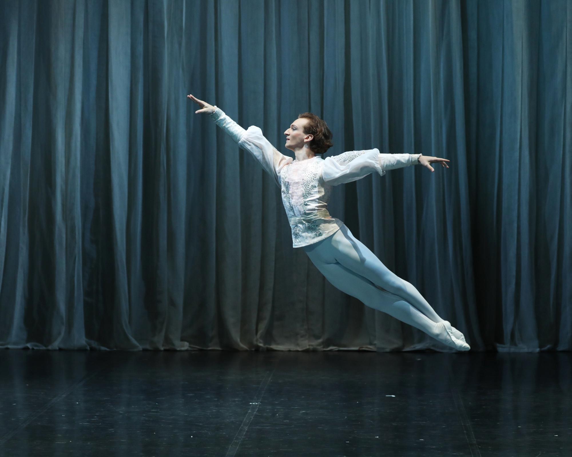 "Вариация принца из балета ""Щелкунчик"" (Л. Добош)."