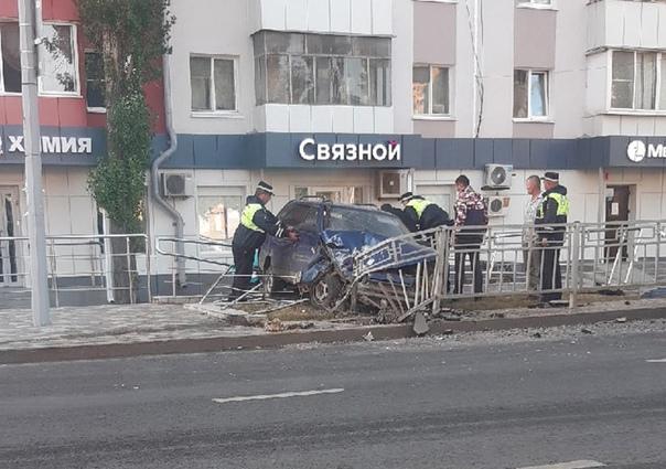 Рано утром липчанин на «ВАЗе» врезался в ограждение на проспекте Победы    20-летний водитель управлял... [читать продолжение]