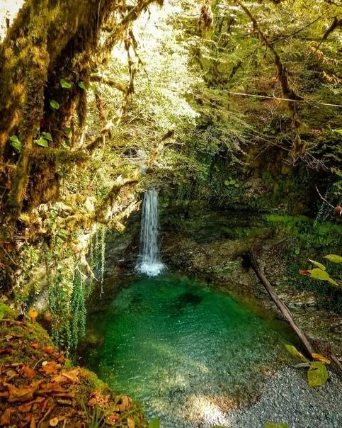 Водопад Ажек   «Ажек» — слово из древнего убыхского языка, переводится оно как «снежный сын» или... Сочи