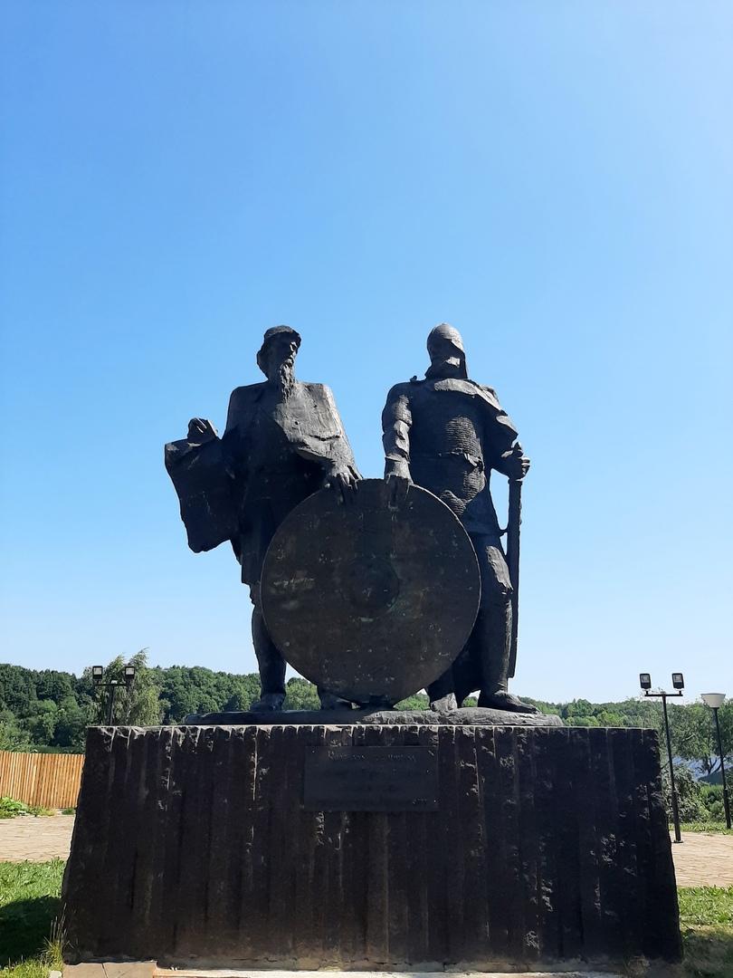 Старая Ладога. Памятник Рюрику и Олегу в Старой Ладоге
