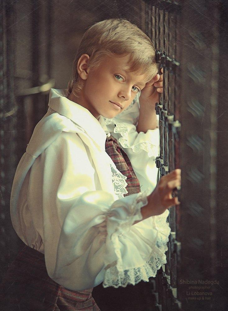 В доме, где все спокойно, в зеркале нет тумана, и не скребутся ветки в стекла порой ночной.