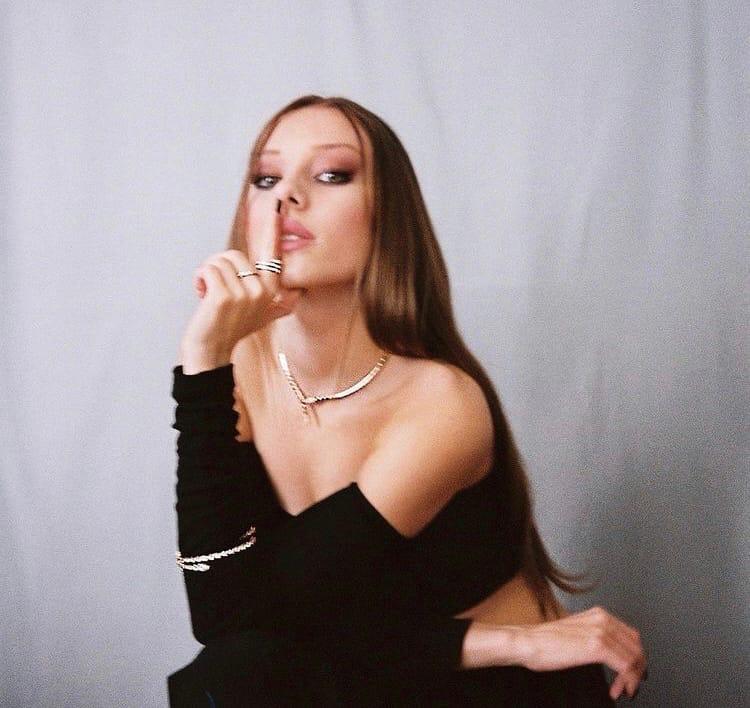 фото из альбома Ester Exposito №7
