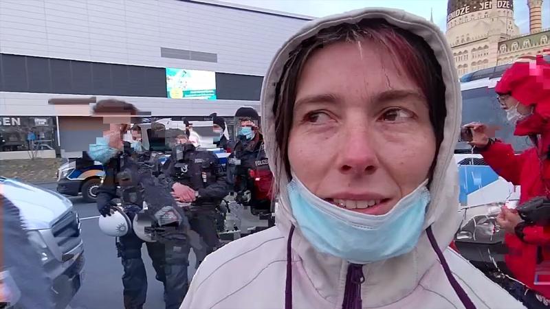 Trailer Polizei sperrt hunderte frierende Demonstranten sieben Stunden lang im Dresdner Kessel ein
